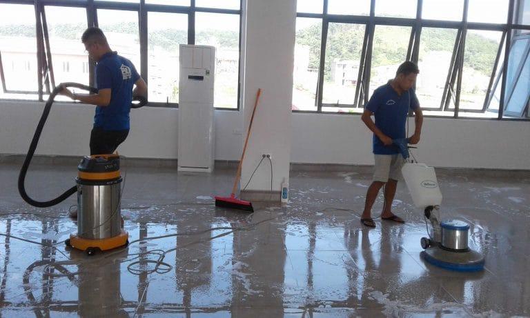Chà rửa sàn là một công việc vô cùng quen thuộc đối với bất kỳ dịch vụ vệ sinh nào
