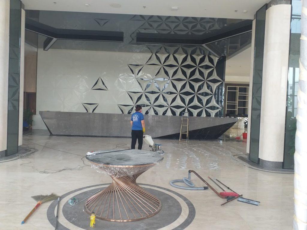 Chà sàn là phần việc quan trọn của vệ sinh công nghiệp sau xây dựng